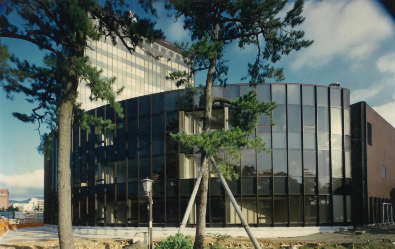 写真:北九州市役所 議会棟(増築)